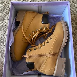 Madden Girl Tan Boots, size 6